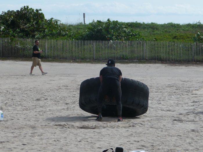 Séance de musculation sur la plage