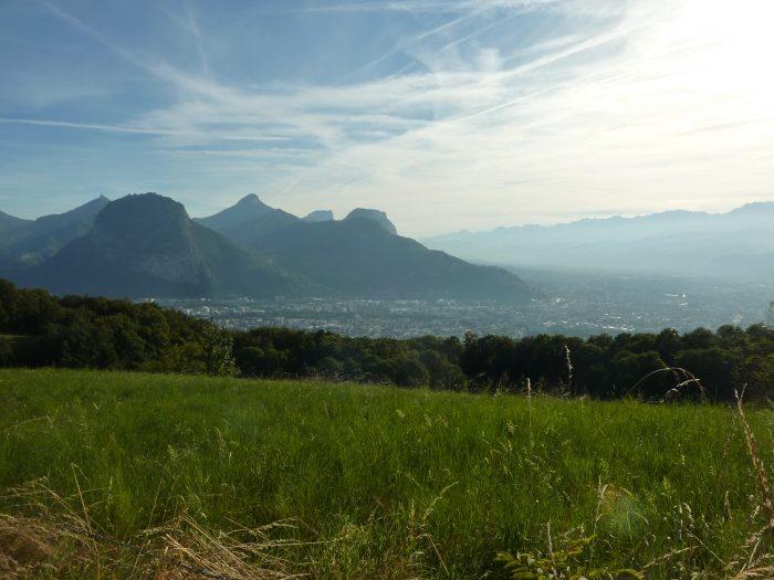 Le Massif de la Chartreuse et Grenoble sous la brume