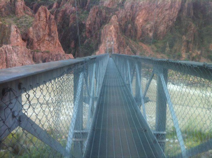 Sur le pont, attention au vertige !