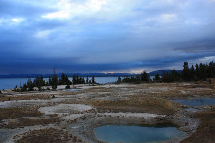 Seuls à West Thumb Geyser Basin